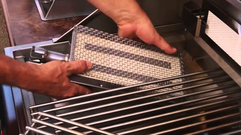Interchangeable infrared burner on stainless steel grill